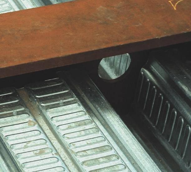 مقایسه سقف های مختلط فوق کوتاه USFB و عرشه فولادی
