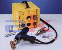 برای نصب گل میخ از دستگاه stud welder استفاده می شود